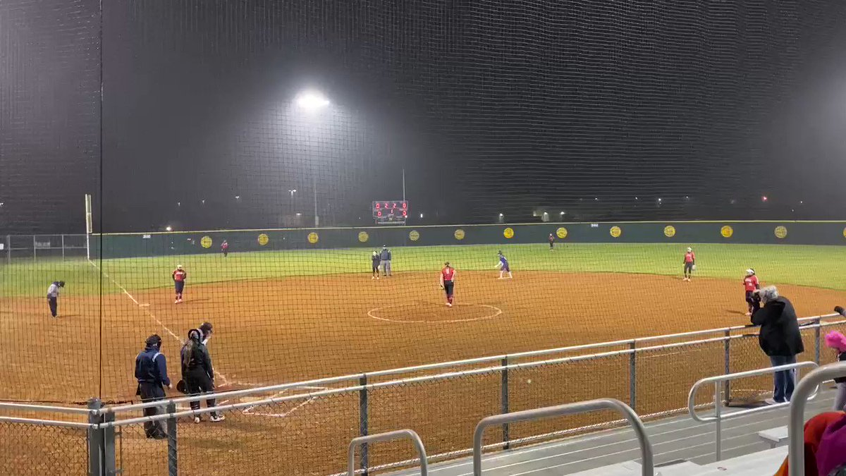 Senior catcher, Lily Morōn, with a deep shot to the parking lot to put 2 runs on the board for her first 💣 of the season!! #RAIDERSTRONG #WHPH #bombsquad @lilyymoron15 @CRHSSB @tx_school @VypeATX @FanstandATX