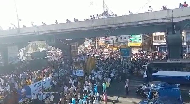 AAP's show-of-strength in BJP's bastion.  Kejriwal's people-centric politics getting unprecedented support.  #AKRoadshowInSurat