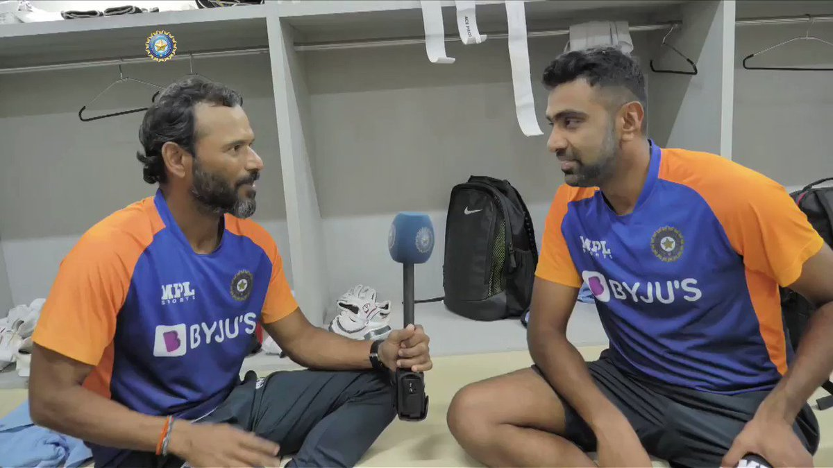 Knows his numbers 👍 Watches hours of footage before a game 😯 Strives to get better with each game 🔝  This special feature on @ashwinravi99 is one you don't want to miss 👌- by @RajalArora   @Paytm #INDvENG #TeamIndia @coach_rsridhar   Full interview 👉