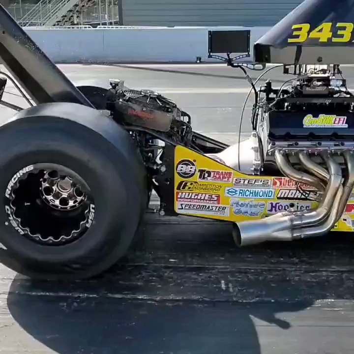 Image for the Tweet beginning: We 💘 #slowmo burnouts. Here's