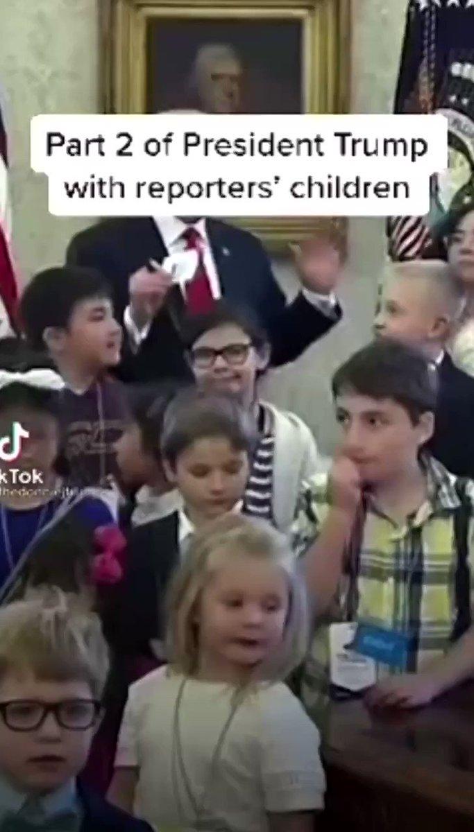 🌏メディアが使わない映像  子ども達🧒🇺🇸大統領室訪問で可愛がりセクハラしないトランプ殿下