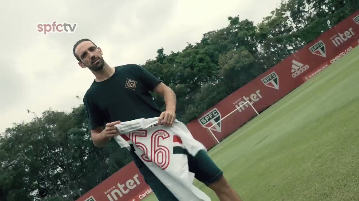 🇪🇸 Juanfran encerrou a sua passagem pelo São Paulo. ⠀⠀⠀⠀⠀⠀⠀⠀⠀ O lateral-direito se despediu do elenco e recebeu uma camisa com o número de jogos pelo Tricolor. ⠀⠀⠀⠀⠀⠀⠀⠀⠀ ¡ Gracias, Juan!
