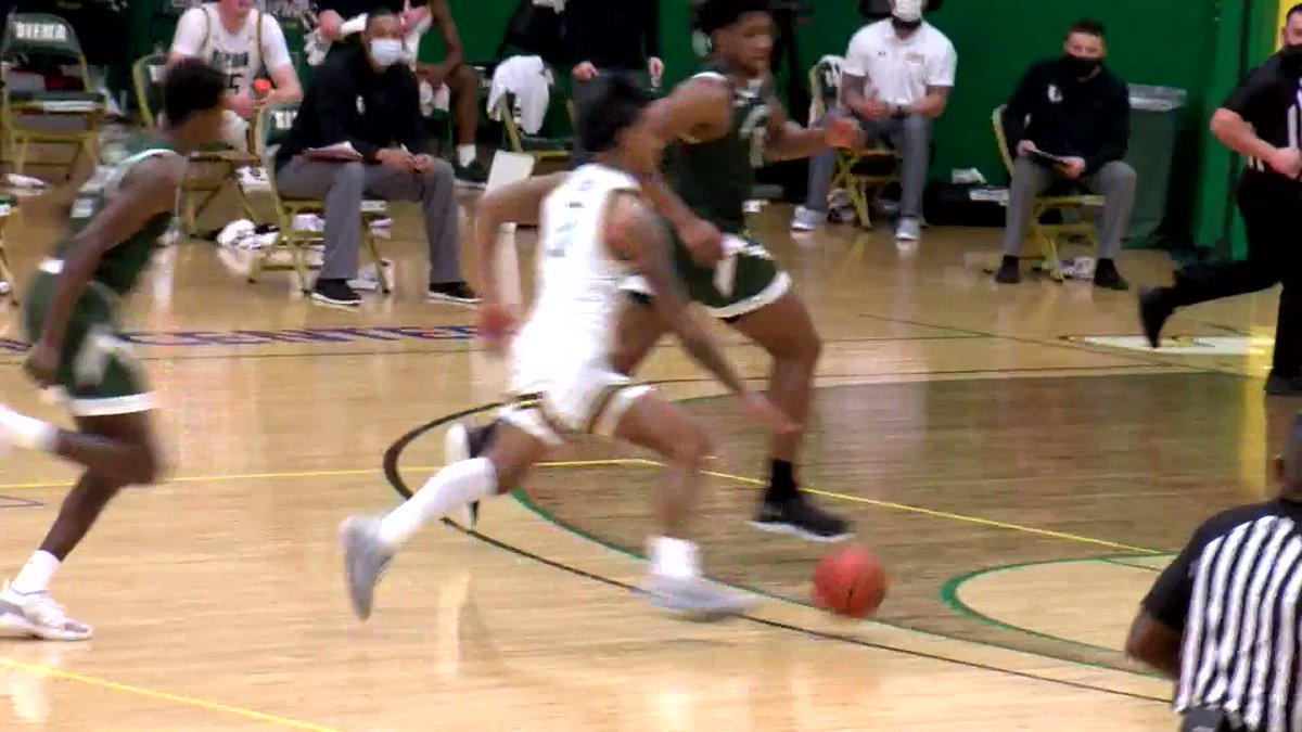 Watch your head!!! Manny Camper (@_BigshotManny_) adds another poster to his resume!⚰️😲 The @SienaMBB team is rolling at just the right time heading into March 🍿