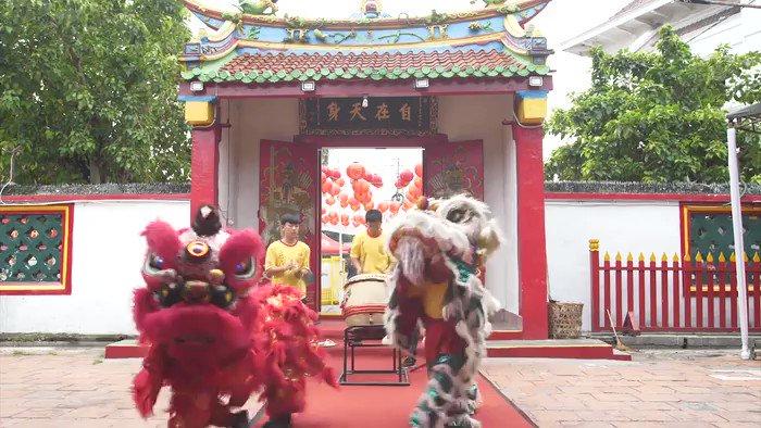 "Menangkap makna lukisan-lukisan yang memotret pembauran budaya Tionghoa & Indonesia serta melihat sikap toleransi masyarakat di Cirebon dalam perayaan hari besar Tionghoa di #MELIHATINDONESIAMETROTV ""Di Balik Kanvas Cap Go Meh"" hari Minggu (28/2) pukul 08.30 WIB di Metro TV."