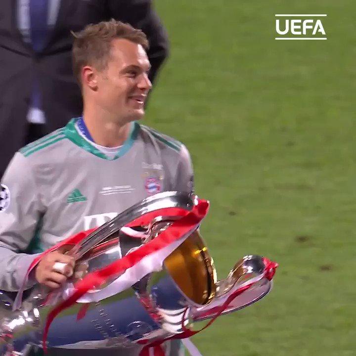 @FCBayernES 😍 No se nos olvidaba... ¡El capitán Neuer con la Copa el año pasado!   #UCL | @FCBayernES https://t.co/F1hrDh0PnX