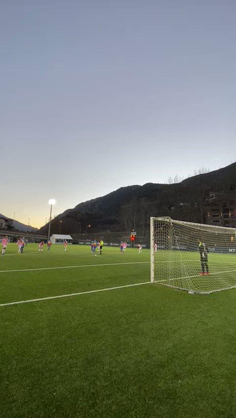 ⚽️ @CarlosMR_7 avança els tricolors amb aquest gol de penal!  1️⃣ FC Andorra 0️⃣ AE Prat  #SomTricolors🔵🟡🔴 #AndorraPrat