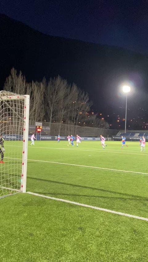 ⏱ 60' | Quin golàs del nostre 7! @Ikergoujon_ fa el segon per l'Andorra!  2️⃣ FC Andorra 0️⃣ AE Prat  #SomTricolors🔵🟡🔴 #AndorraPrat