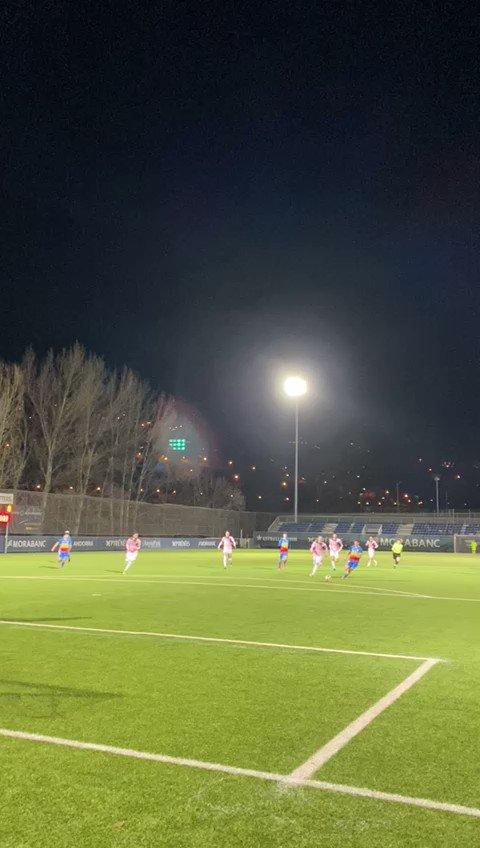 ⏱ 71' | @ruben_bover envia la pilota al fons de la xarxa!  3️⃣ FC Andorra 0️⃣ AE Prat  #SomTricolors🔵🟡🔴 #AndorraPrat