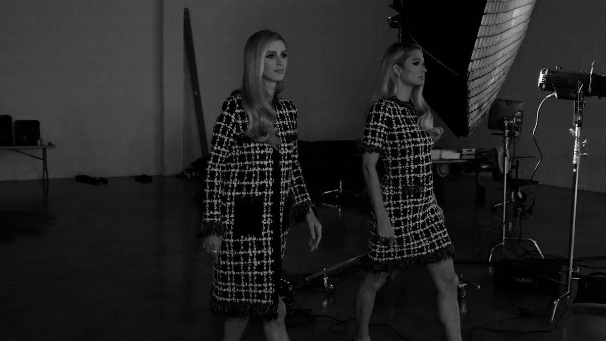 Twinning in @OscarDeLaRenta with @NickyHilton. ✨👯♀️✨ Click link in bio to watch the full BTS shoot of our @LOfficielItalia cover shoot. 💋