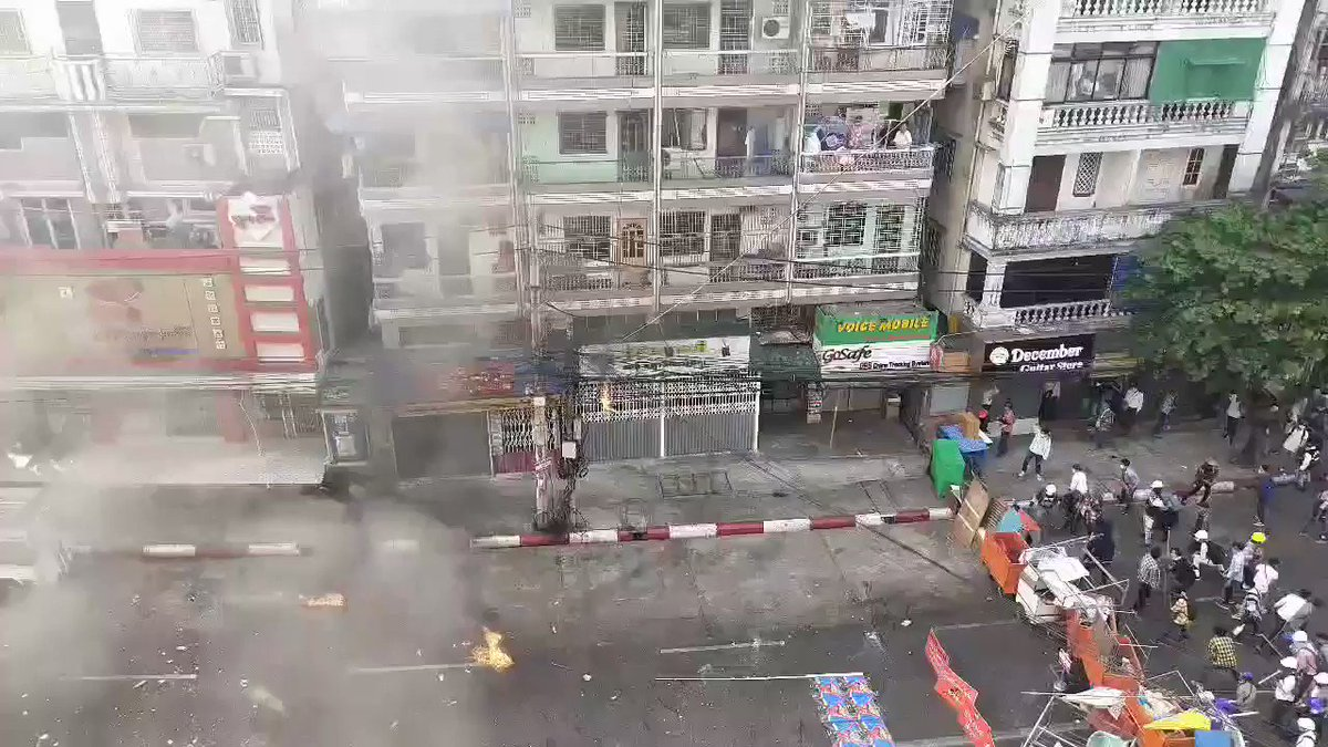 This video shot in central Yangon this morning shows how apocalyptic and warlike the junta and security forces are acting to suppress what have been uniquely peaceful protests, marches and strikes. Incredible barbarism from a regime hellbent on keeping its illegitimate power. https://t.co/QQEoBVmgCM