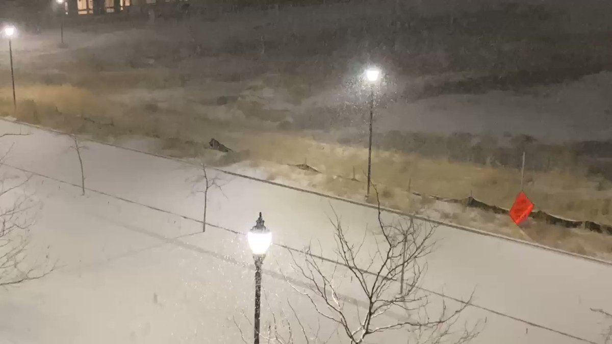 #snowing in #WestJordan it's dumped about 2 inches roughly. @NWSSaltLakeCity #utwx approx 90th south Bangerter Hwy.