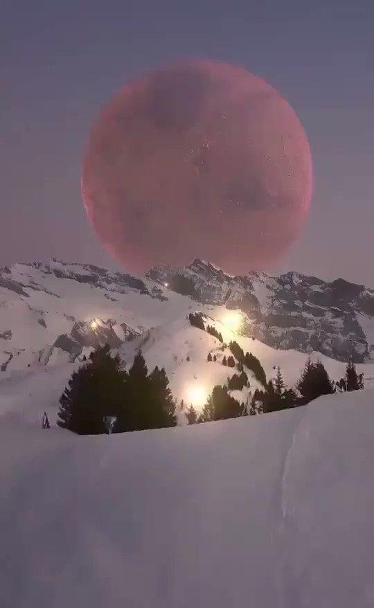 Πανέμορφη θέα της σελήνης από την κορυφή των Άλπεων!!              🌑🌗🌕🌕🌓🌑