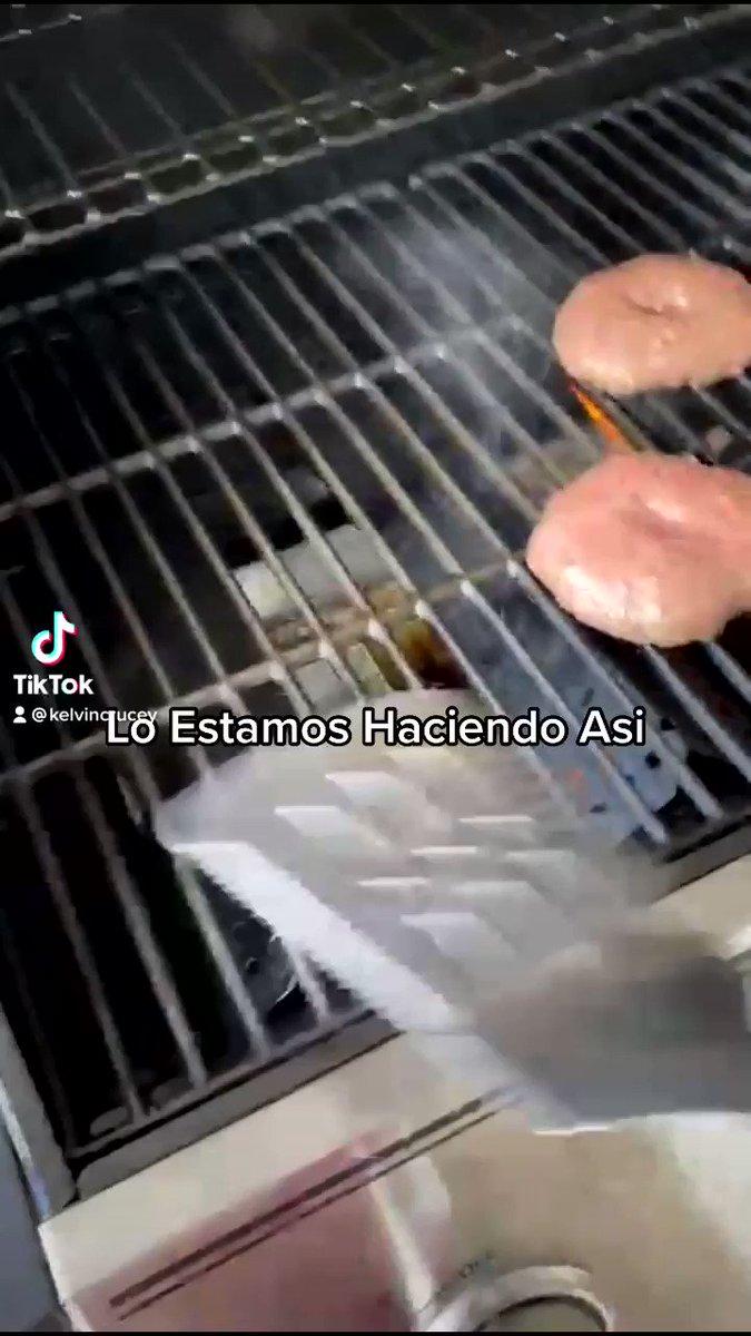Lo Estamos Haciendo Asi 🥩🥩🍔 #ribeye  #loestamoshaciendoasi  #food #salt #comida  #saltbae  #nyc   #dubai #RD #PR #FL #mexico #spain  #miami  #paris #london #carne #BBQ #parrillada #nocopyrightmusic