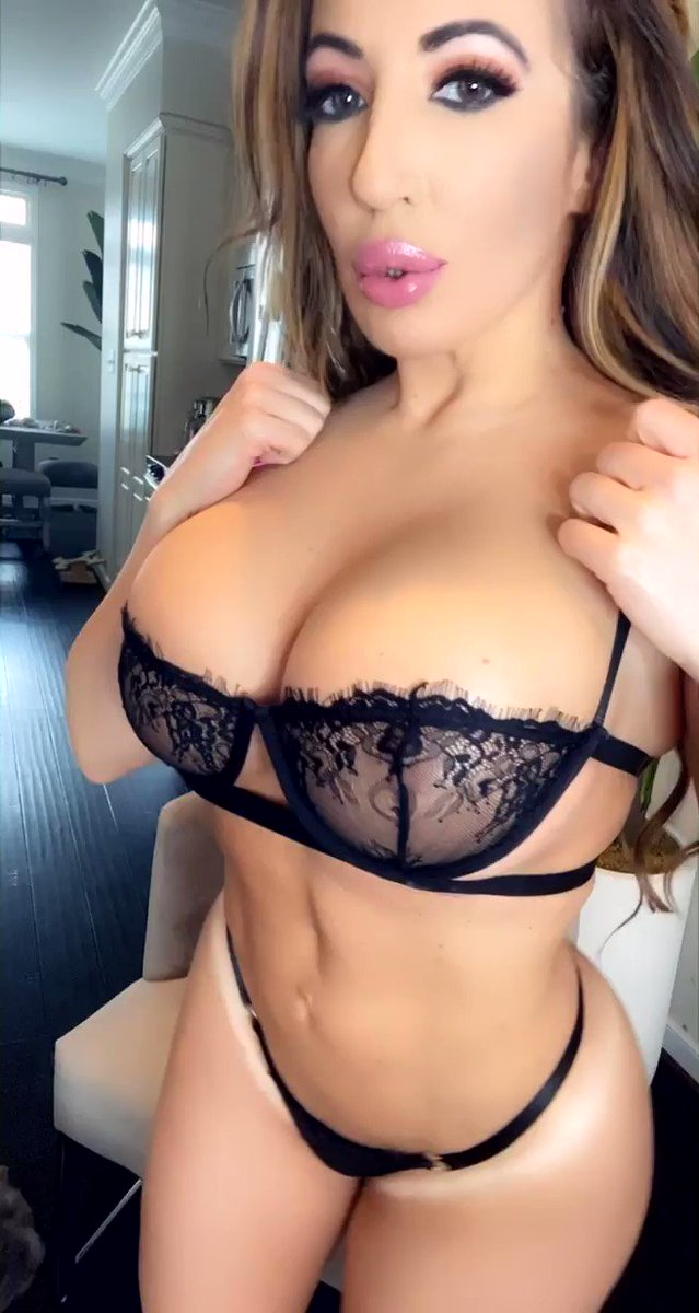 My #goldenglobes are more fun to play with 💋 See for yourself➡️ OnlyFans.com/RichelleRyan