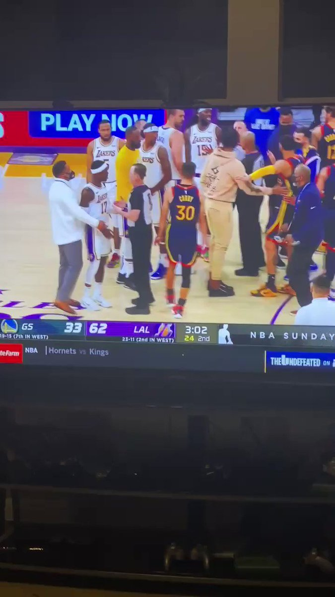 """Sitting here watching the game and I hear """"calm down Jamal"""" 🤯🤯 W  https://t.co/z4dFT0zG2w"""