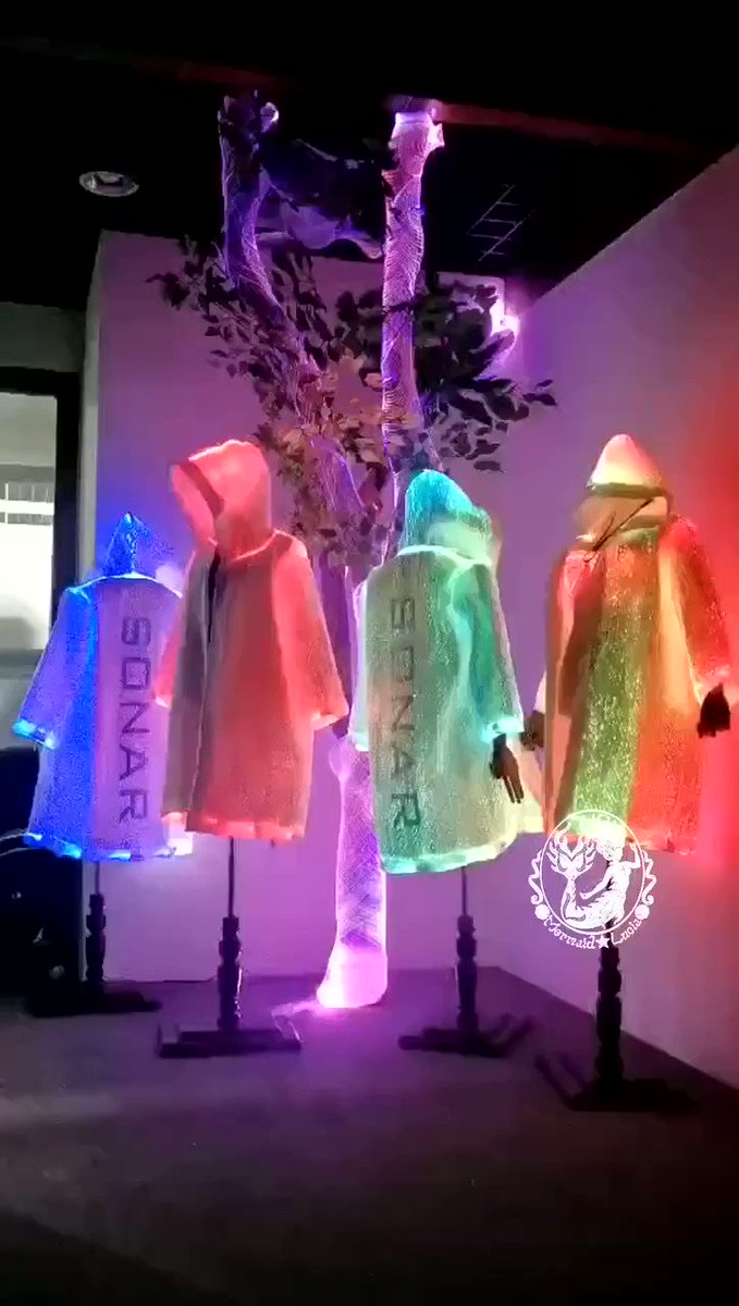 The coolest glowing wind coat  #fashion #trending #fashionable #vest #luminous #clothing #glowing #lumniousclothing #glowingbeauty #light #weddingceremony #hiphopartist #hiphopculture #streetfashion #hiphop #street #optical #weddings #weddinggown #cool #disney #club #nightclub