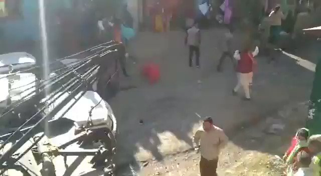 #WATCH | #Uttarakhand: People pelted stones after police tried to stop protesters at a barrier in Diwali Khal area; some police personnel reportedly got injured in the incident  (Video Source: Chamoli Police)