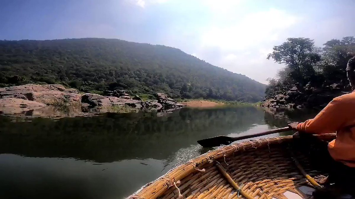Have you ever seen a😲 floating shop ever.🔥🔥🔥 Unique Boating Experience. 🚣  * *MUST WATCH **💯   #blogger #blogging #travl #trip #nature #fun #ExploreIndia #bangalore #hoganekkal #waterfalls #goprohero9 #GoPro #goproindia