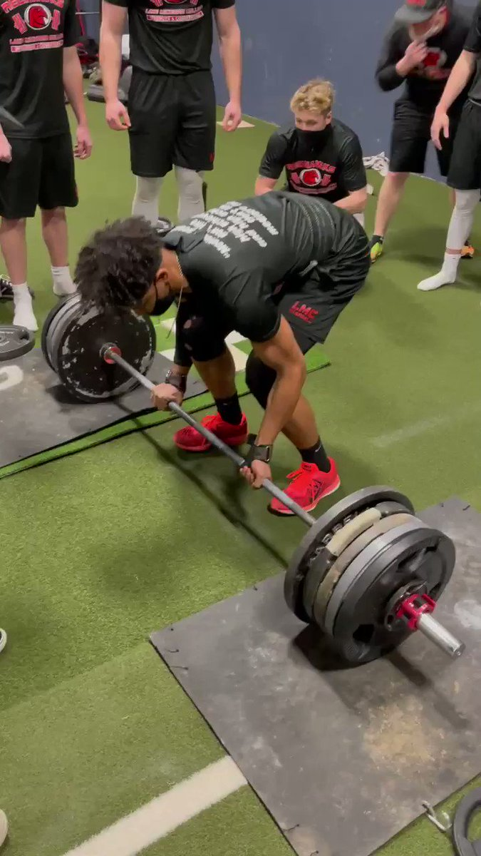 Happy #TalonTough Tuesday, Red Hawks! Shout out to tough freshmen @KyleRatliff16 is with his 500lb pull! Thanks for sharing @Coach_Wass. Follow LMC baseball at @RedHawksBaseba1 ⚾️🔥 #Baseball #Workout #Team