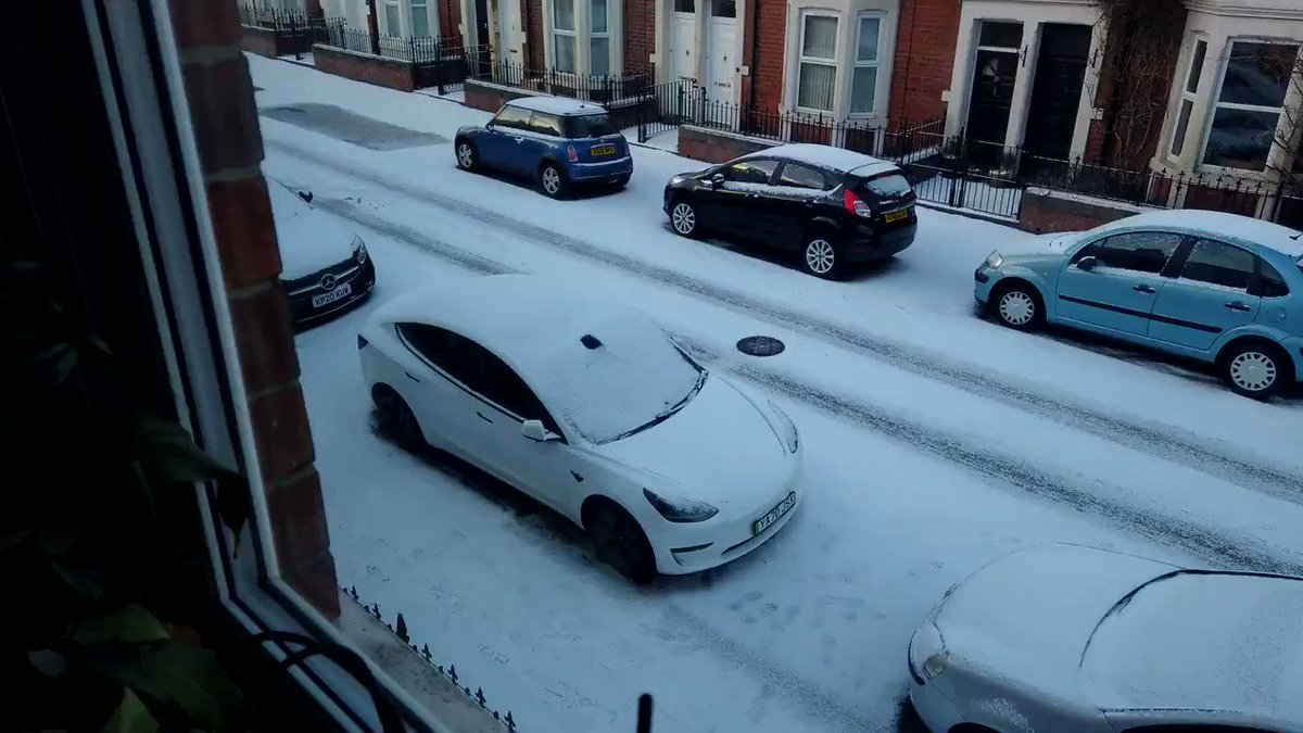 You can use your @Tesla #MobileApp to melt snow & ice off your car before even leaving the house!❄️🚗  #EV #Innovation #AutonomousVehicles  @chboursin @mvollmer1 @NevilleGaunt @DrJDrooghaag @JeroenBartelse @baski_LA @PawlowskiMario @MargaretSiegien @WSWMUC @ShiCooks @kalydeoo https://t.co/JJP6HIPio4