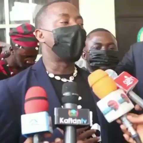 Omoyele sowore and the #Gudu5 appears in court in company of a pan African citizen's solidarity✊🏿. The court is a public place and we have rights to cultural expression and spiritual belief #RevolutionNow #EndBadGovernanceInNigeria #BuhariMustGo #EndSARS