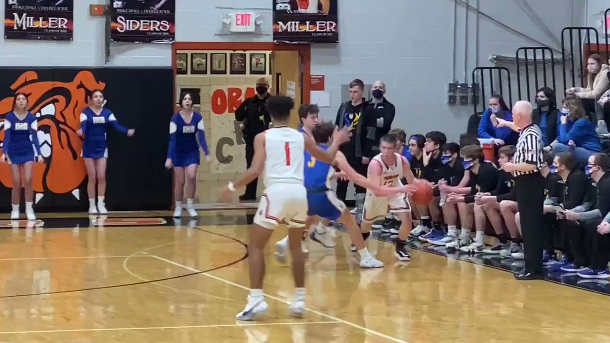 Dalton is leading Independence 15-9 with just under 3:00 in the first behind 7 quick points from Jalen Wenger.   @DaltonLocal @IndyBlueDevils
