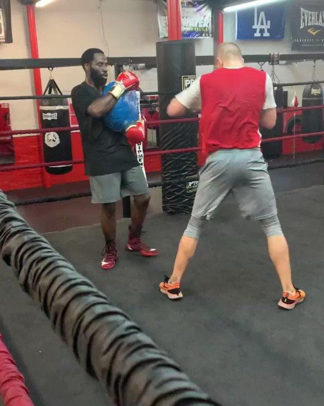 . @SBohachuk trae dinamita 🧨🧨🧨 y este jueves se enfrentará a Brandon Adams 🔥 EN VIVO 🔥 por #ESPNKnockOut   ¡No se lo pierdan, va a ser una guerra!   🎥 vía @manny_boxing