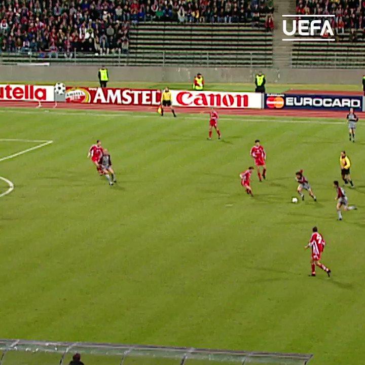 #OnThisDay in 1⃣9⃣9⃣9⃣   🚀💥 Giovane Elber 🆚 Kaiserslautern ⚽️🎯💪  #UCL | @FCBayern | @FCBayernEN | @FCBayernUS