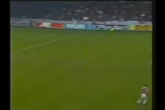 28 years ago today...  @RomarioOnze doing bits to set up Arthur Numan  92-93 #UCL March 3 1993 Group B @PSV 1 @IFKGoteborg 3  And it wasn't even the best goal of the game...