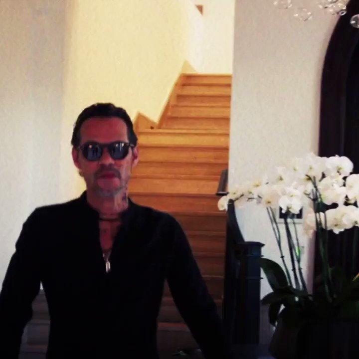 """¡Marc Anthony nos trae un evento global!  No te pierdas este gran concierto virtual de @marcanthony  """"Una Noche"""", el próximo sábado 17 de abril.  🎟Entradas a la venta en   ➡"""