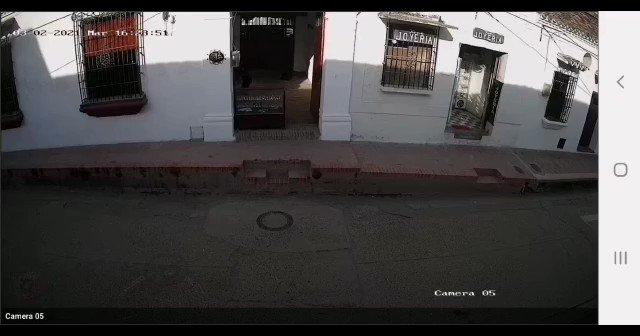 En nuestra casa de Mompox, hay un fantasma. El muy descarado ya no le importa hacer diabluras de día o de noche. Hoy se dejó captar por las cámaras de seguridad. #QueMiedo   🎥 VIDEO 1