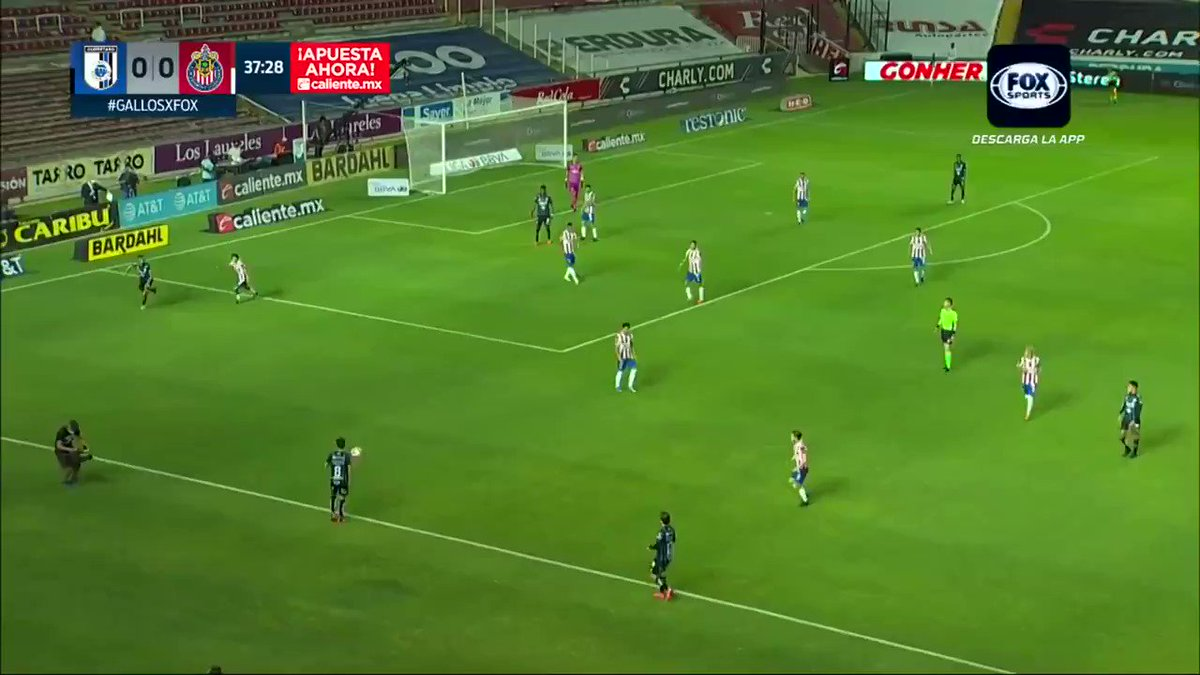 ¡POSTE Y PARA ADENTRO!⚽️ Hugo Silveira abrió el marcador para los Gallos 🐓🔥  @Club_Queretaro 1 - 0 #Chivas l #Guard1anes2021 l J9  Métele a la #LigaMx en https://t.co/ePBeOP0rVP ➡️ https://t.co/ec4ZBTIacS    #MásAcciónMásDiversión #ApuestaPorLaLigaMX https://t.co/AyghTptR4Q
