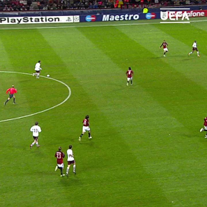 #TalDiaComoHoy en 2008, Cesc Fàbregas marcaba este 𝓖𝓞𝓛𝓐𝓩𝓞 para asaltar San Siro con el @ArsenalEspanol... 🤩  ¿El jugador español que más ha brillado en un club inglés? 🤔  #UCL | @cesc4official
