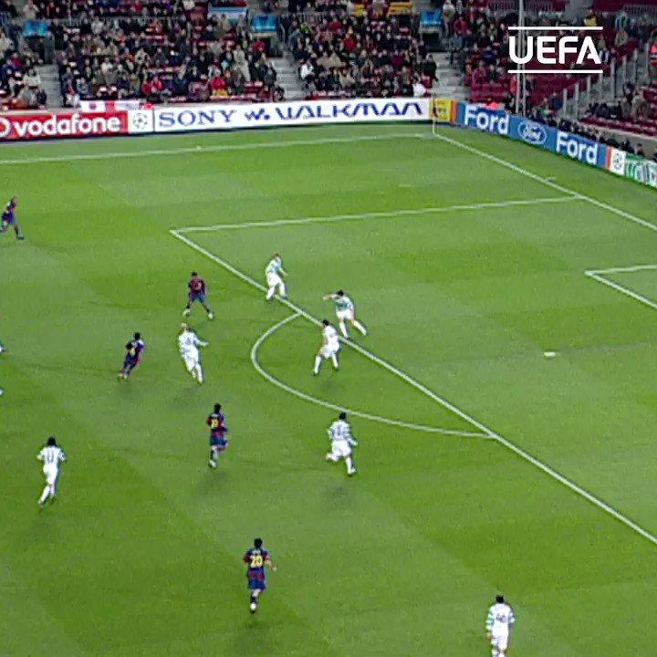 🔵🔴 #TalDiaComoHoy en 2008 el Barça nos dejaba una de sus mágicas combinaciones: @10Ronaldinho, Sylvinho, Xavi y gol 👏  #UCL | @FCBarcelona_es