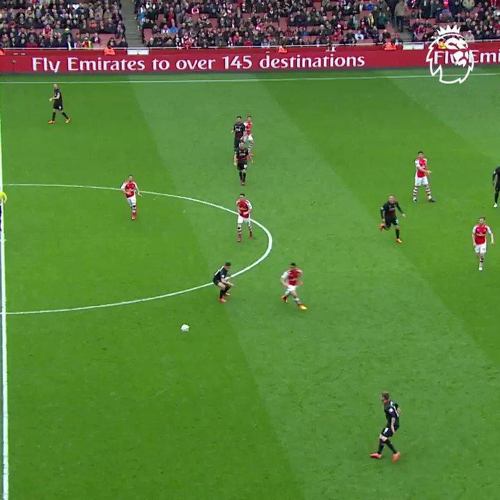 Replying to @premierleague: Peak Alexis Sanchez 🔥  #GoalOfTheDay