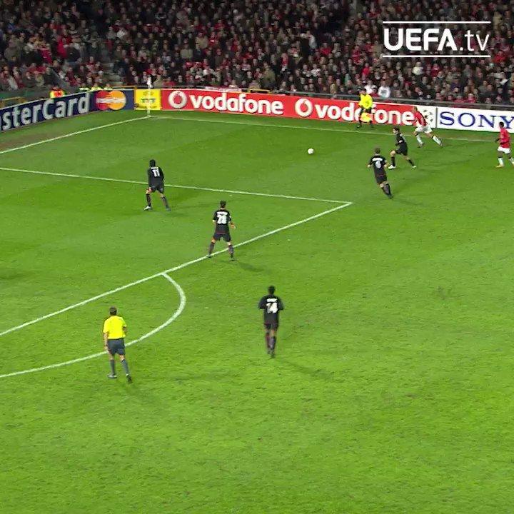 🤔 ¿Qué hacía Cristiano Ronaldo #TalDíaComoHoy en 2008?  Respuesta fácil, marcar goles. 💪  #UCL | @Cristiano | @ManUtd_Es
