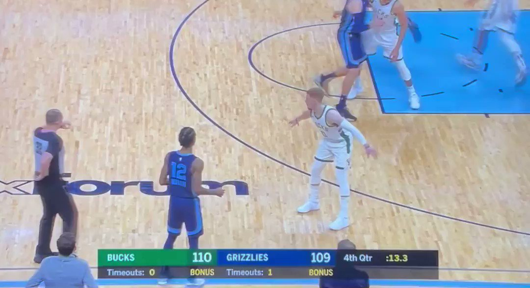madness at the end of Grizzlies/Bucks. first Ja for the lead, then Jrue for the win. https://t.co/6E9F2tIhxa