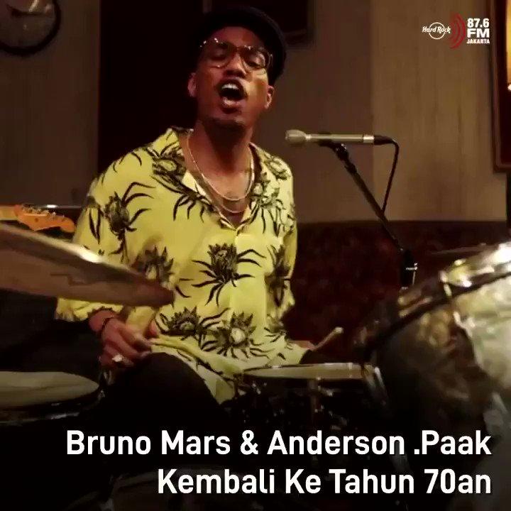 "#HRFMNews Kalau biasanya kolaborasi dengan musisi-musisi lain hanya di satu lagu, kali ini Bruno mars dan Anderson .Paak akan berkolaborasi untuk bikin album!  Dengan nama ""An Evening withSilk Sonic"", single pertama dari album ini udah rilis video clipnya. Gimana? Enak nih yaa"