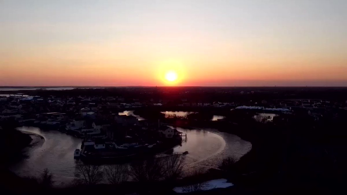 This  shot was taken the other day when the wind died down so I have to get in some flying when I can because today it's back to being cold and windy  @LongIslandNY @DiscoverLINY  #ThePhotoHour #sunset @DJIGlobal @DJIMini2 #drone