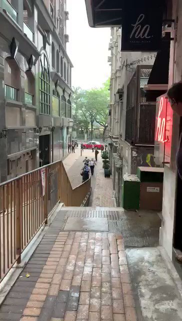Police brutality in Hong Kong  在香港警察暴行  Via @benedictrogers  https://t.co/PWVbkD5bs1