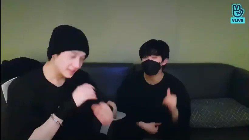 💟 Chan et Changbin ont dit que le 2e couplet serait fait par Han Quokka !   #Unie (nous comptons sur lui pour finir cette chanson, ce serait un bon SKZ-PLAYER ^^) —— #StrayKids #스트레이키즈  #Changbin #창빈