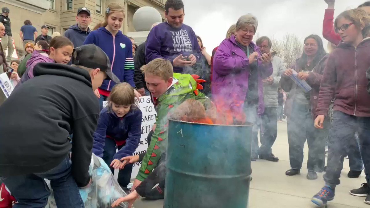 Parents encouraging kids to burn masks on Idaho Capitol steps