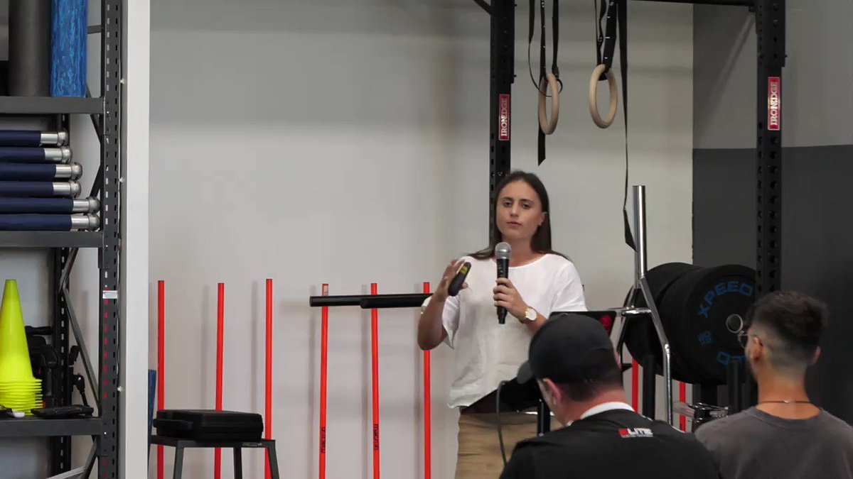PLAYER SEMINAR🤓 Georgia explains how to check you are optimally hydrated for training and games #theholisticapproach #fitness #strengthandconditioning #football #soccer #footballtraining #speedtraining #powertraining #power #strength #speed #agility #womensfootball #aleague