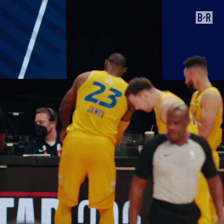 This angle of the LeBron and Steph chalk toss 🔥 https://t.co/OTY4hqGITn