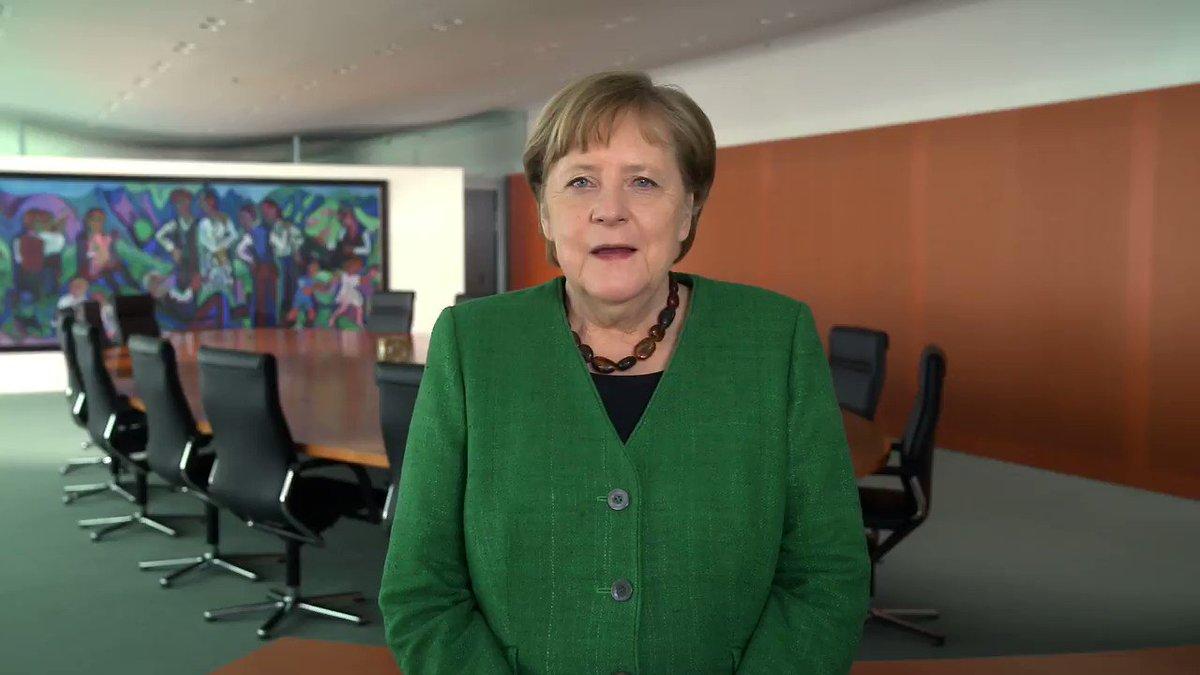 """Gestaltungswille gibt es schon lange in DE, wir fangen nicht bei 0 an, meint die Bundeskanzlerin.   Beispiel 1 @SmartVillageApp https://t.co/a9oGBPwfqr """"gehört"""" der Stadt #BadBelzig und wird aktiv in #Brandenburg gefördert. Wie #OpenSource + Kooperation neue Arbeitsplätze schafft https://t.co/EjUGxOc8pw"""