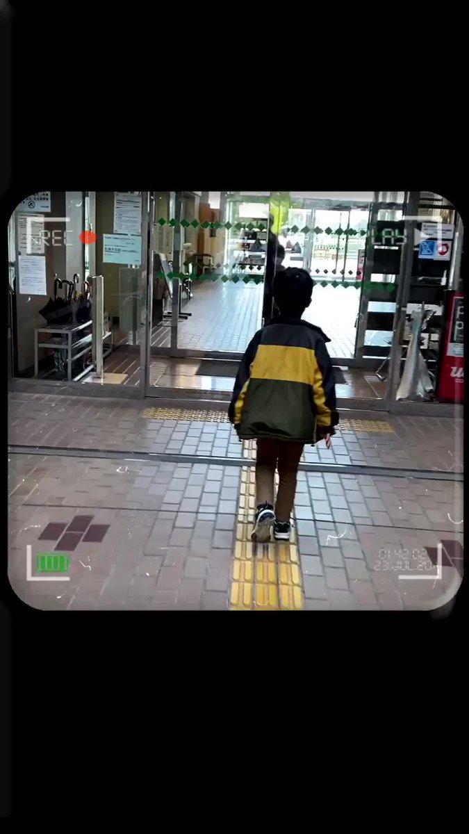 大人も真似したくなる自動扉の「中二開け」歩く速度が速い人にもオススメ!