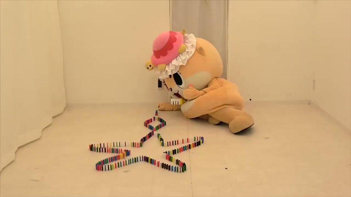ドミノにチャレンジしましたっ☆おおむね成功ですっ☆ちぃたん☆ですっ☆  The next step is to make art with dominoes!