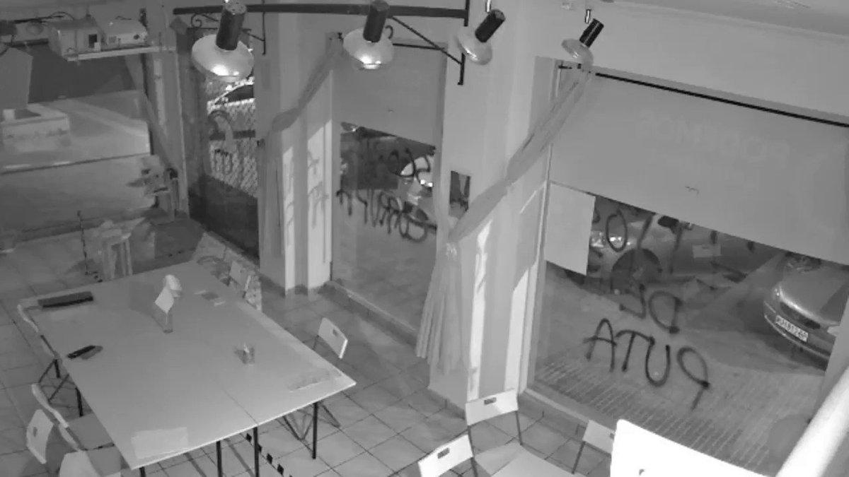 ‼️Esta noche la extrema derecha ha ido un paso más allá y ha atacado la sede de PODEMOS Cartagena con material explosivo.  Hace unos meses PP y VOX se negaron a apoyar una declaración de condena por el último ataque.  Malditos sean los que blanquean el fascismo cada día.