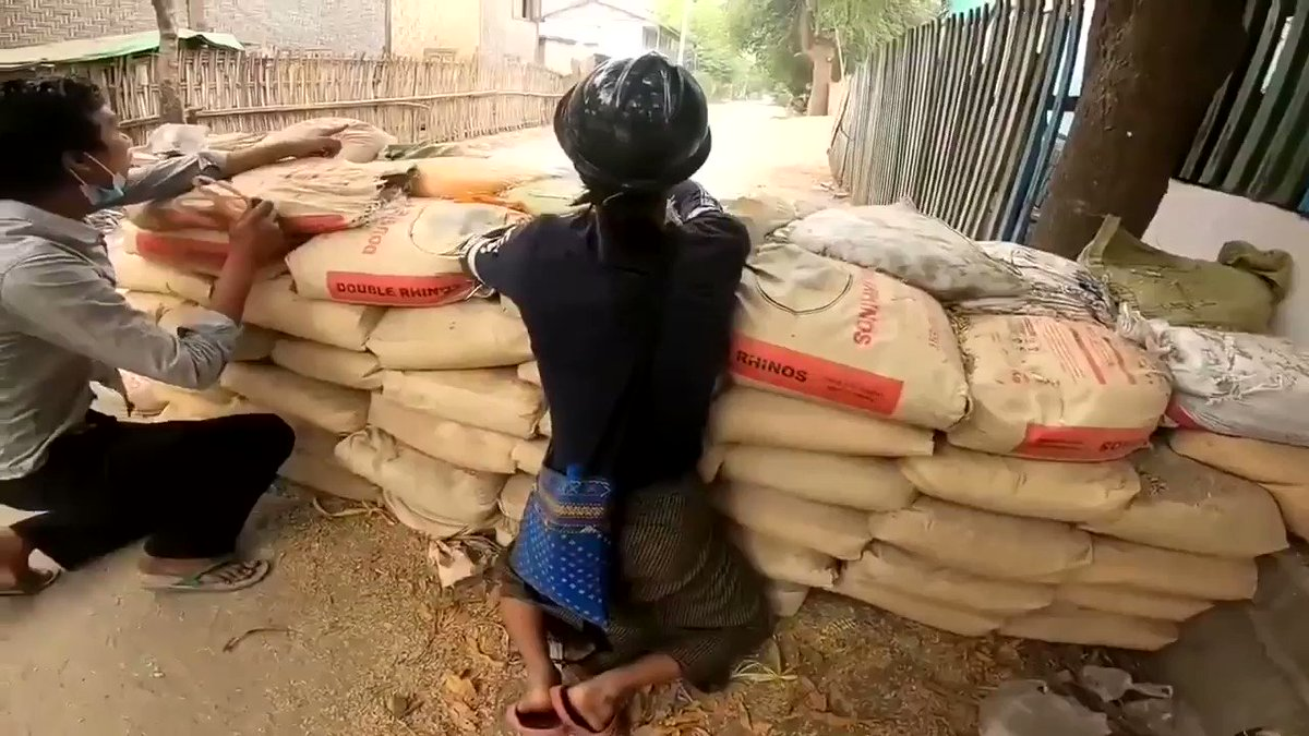 @Reuters #Myanmar - WATCH THIS!  Dramatic RESCUE of a man SHOT in the thigh.  CARRIED to safety & makeshift treatment centre.  Other injured also being tended to.   #WhatsHappeningInMyanmar #InternetShutdown https://t.co/ZvwuSLrQZl