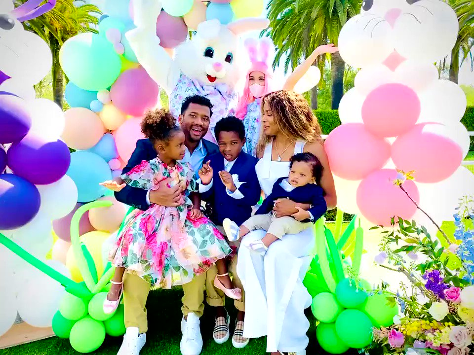 Happy Easter!  Jesus has Risen! Praying for a year of Love, Faith, & Hope!    Love,  The Wilsons  ❤️❤️❤️❤️❤️ https://t.co/MH6H67QuUO